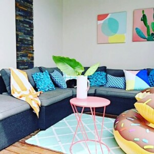 Yvette from the Stylist Splash has styled her outdoor pool room using a variety of textures and patterns which tie in with her artwork.